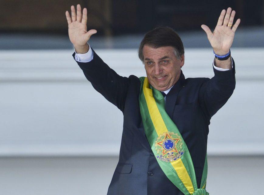 Bolsonaro faixa posse Planalto 868x644 1 - Após eleição, cresce a demanda por livros da direita conservadora