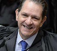 Segue a farra: Presidente do STJ regulamenta auxílio-moradia a juízes federais