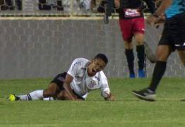 Veja  vídeo: Paraibano sofre fratura exposta durante jogo e deixa gramado chorando