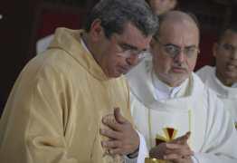 Celebração de posse do novo pároco lota Catedral