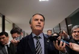 Após polêmica envolvendo taxação sobre leite Bolsonaro acusa revista de canalhice