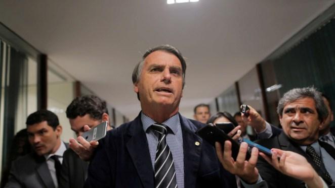 bolsonaro 1 300x169 - Funcionária que enviou WhatsApp na campanha de Bolsonaro ganha cargo