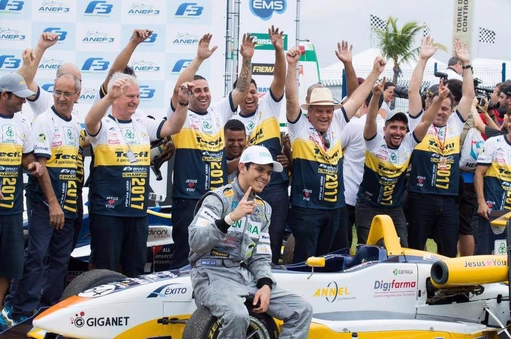 igor fraga - Brasileiro de 20 anos é contratado como novo piloto da McLaren