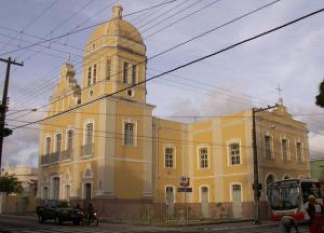 igreja de lourdes e1527765446887 300x216 - Padre se diz surpreso em ter sido citado em denúncia de exploração sexual
