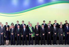Bolsonaro se reúne com ministros nesta terça