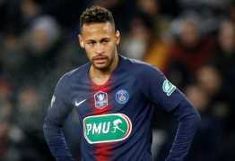 Daniel Alves sai em defesa de Neymar após suspeita de lesão
