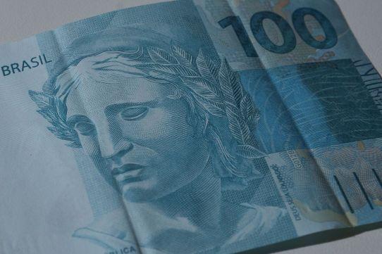 notas real 50 2 de 1 300x200 - Restituição do Imposto de Renda começa a pagar hoje R$ 667 milhões