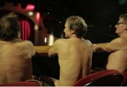 Peça teatral exige que espectadores assistam a espetáculo nus