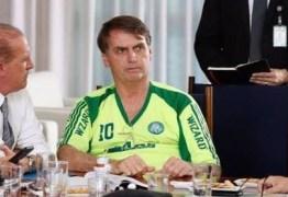 """Bolsonaro usa camisa """"pirata"""" do Palmeiras em Brasília"""