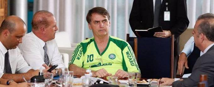 """51910841 2256313954690359 3986007462057607168 n e1550236740635 - Bolsonaro usa camisa """"pirata"""" do Palmeiras em Brasília"""