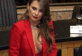 Decote da deputada Paulinha não quebra decoro, dizem advogados