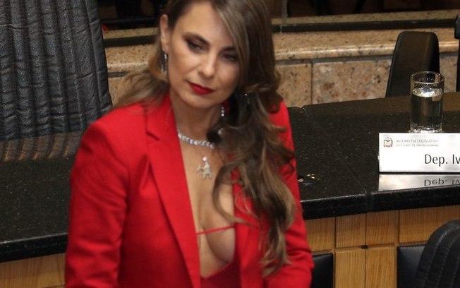 7la995azs4zbeb1kplbgd64om - Decote da deputada Paulinha não quebra decoro, dizem advogados