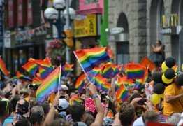 Nova York proíbe 'cura gay' e discriminação aos trans se torna crime de ódio