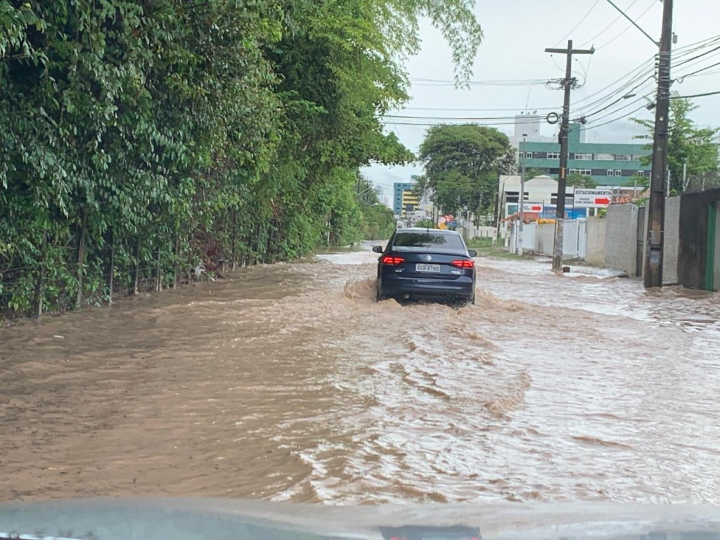 WhatsApp Image 2019 02 06 at 09.35.17 1024x768 - Fortes chuvas alagam ruas de João Pessoa; Veja a previsão do tempo para esta quarta - VEJA VÍDEO