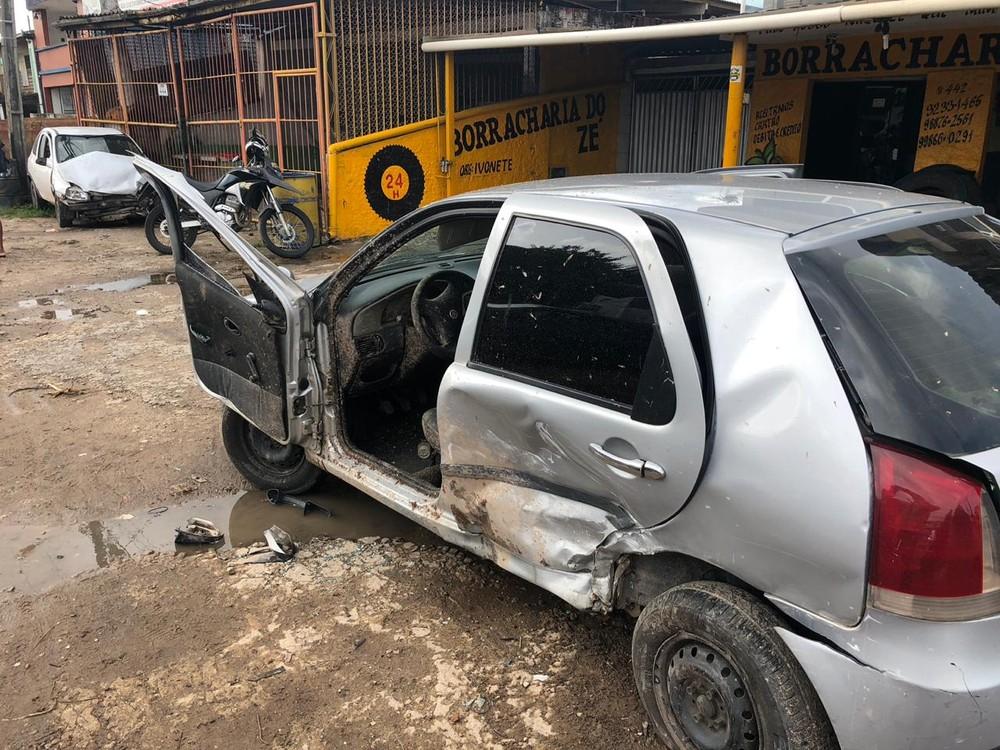 acidente br 230 videio - Homem é arremessado após carro sair da pista e bater em veículo parado, na PB; VÍDEO