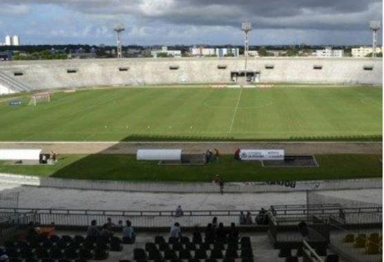 arquuibancadaaa 300x205 - Arquibancada sombra do estádio Almeidão é interditada pelo Ministério Público