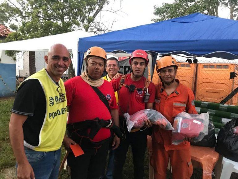 brumadinho pastor lavanderia fardas bombeiros 770x578 - Evangélicos montam lavanderia 24h para limpar fardas dos bombeiros em Brumadinho