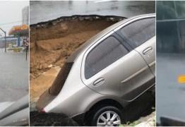 CHUVAS FORTES: Veículos abandonados no alagamento, cratera engole carro, 'canoagem' e memes marcam dia em João Pessoa – VEJA VÍDEOS