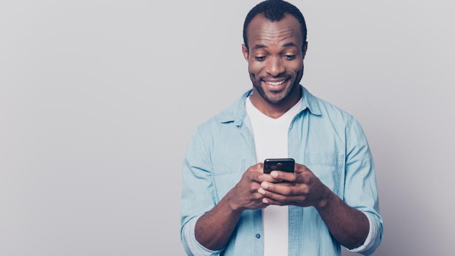 como ler mensagens de grupos de whatsapp sem deixar os tiques azuis 1551209228659 v2 900x506 - SEM RASTROS: saiba como desativar confirmação de leitura de mensagens em grupos de WhatsApp