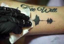 Tatuagem que emite sons chega ao Brasil e empolga gamers