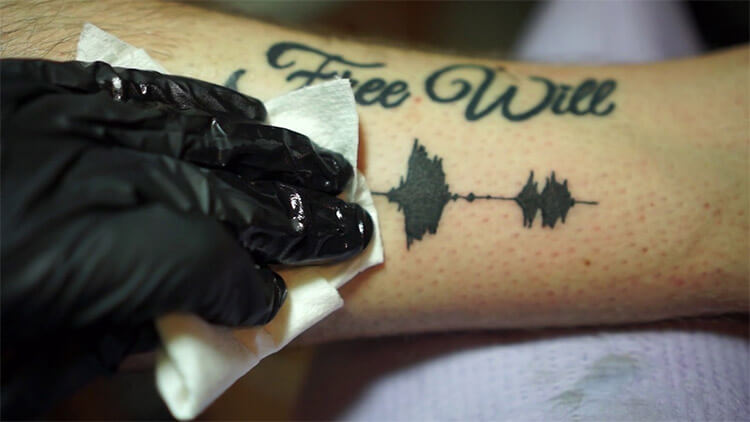 download 11 - Tatuagem que emite sons chega ao Brasil e empolga gamers