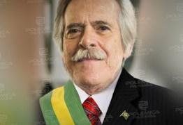 José de Abreu se autonomeia presidente do Brasil e chama Bolsonaro de usurpador