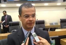 'VAMOS DAR TEMPO AO TEMPO' Jutay Menezes avalia seu possível retorno à Assembleia