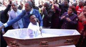 pas1 748 1 300x164 - MILAGRE: Pastor causa polêmica após 'ressuscitar' fiel de dentro do caixão; VEJA VÍDEO