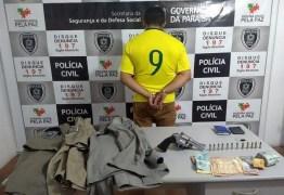 Homem é preso com armas restritas e uniformes da Polícia na Paraíba