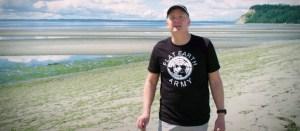 xmark beach.jpg.pagespeed.ic .vx0SVqaN y 300x131 - 'Quando você pensa que a Terra é plana, tudo é mais simples', diz diretor de documentário sobre terraplanistas - VEJA VÍDEO