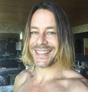 xtheo becker222.jpg.pagespeed.ic .3oCAAxWp7r 287x300 - Theo Becker revela ter sido viciado em drogas: 'Andava coma turma da pesada'