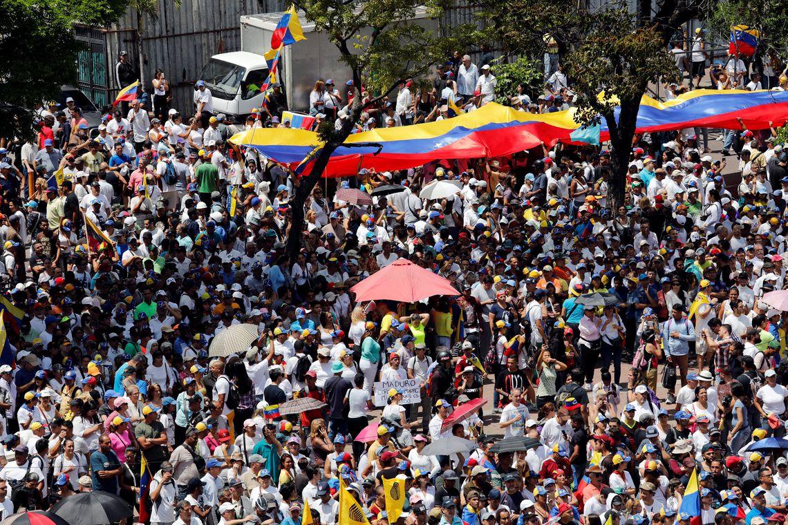 2019 03 04t165339z 433090240 rc1af94fb2d0 rtrmadp 3 venezuela politics - Guaidó e Maduro convocam manifestações para sábado