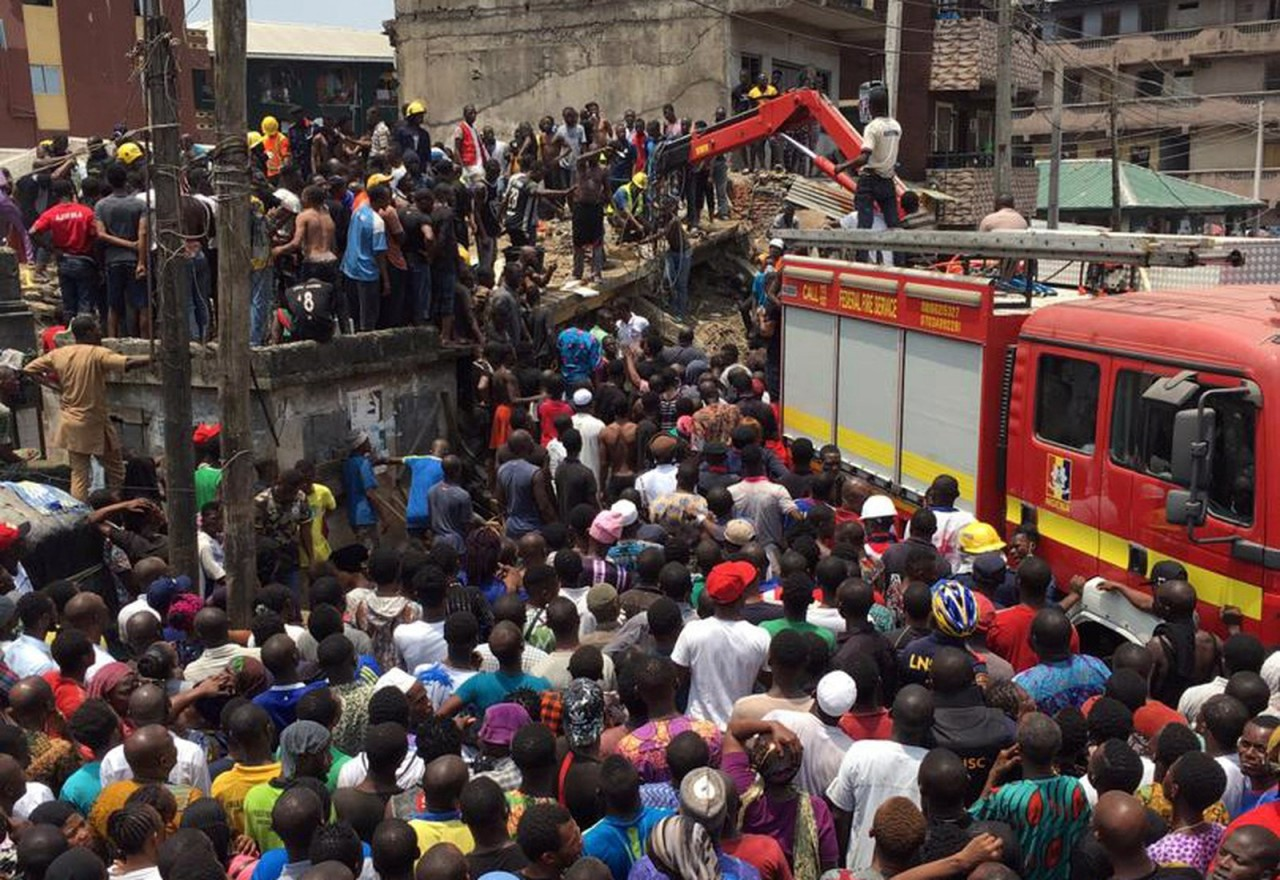 2019 03 13t114857z 42004570 rc148448bf40 rtrmadp 3 nigeria school - TRAGÉDIA: Edifício onde funciona escola desaba na Nigéria; crianças ficam soterradas