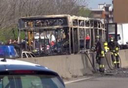 'MATAR E MORRER': Motorista sequestra 51 crianças e ateia fogo ao veículo – VEJA VÍDEO