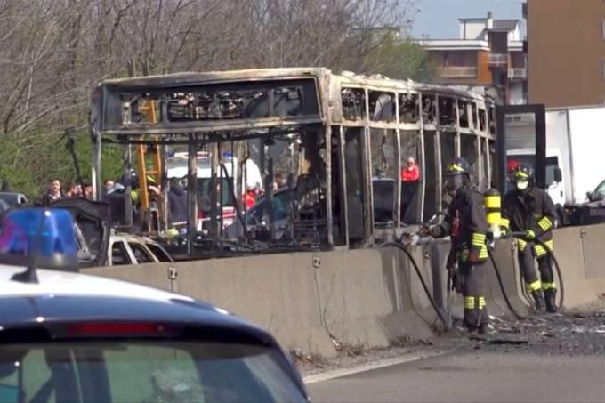 2019 03 20t143254z 1164372993 rc11f9d12cc0 rtrmadp 3 italy bus - 'MATAR E MORRER': Motorista sequestra 51 crianças e ateia fogo ao veículo - VEJA VÍDEO