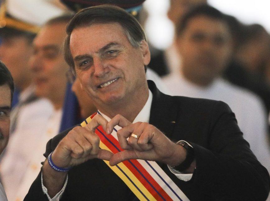 BOLSONARO CORAÇÃO - Bolsonaro tenta se fazer de vítima ao apelar por clamor popular, avaliam líderes sobre carta-renúncia