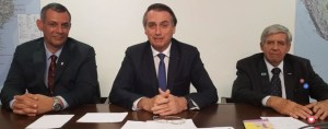 BOLSONARO 300x118 - Bolsonaro acerta ao usar 'live' no Facebook, mas comunicação interna e relacionamento com imprensa precisam mudar radicalmente - por Felipe Nunes