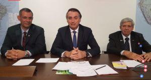 Bolsonaro 300x159 - PRONUNCIAMENTO: Bolsonaro diz que é 'quase impossível andar sem ser multado', critica pedágios e diz que Governo não vai instalar novas lombadas eletrônicas no país; VEJA VÍDEO