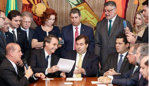 Capturar 9 - Bancada evangélica se irrita com Bolsonaro e ameaça boicotar tramitação da reforma