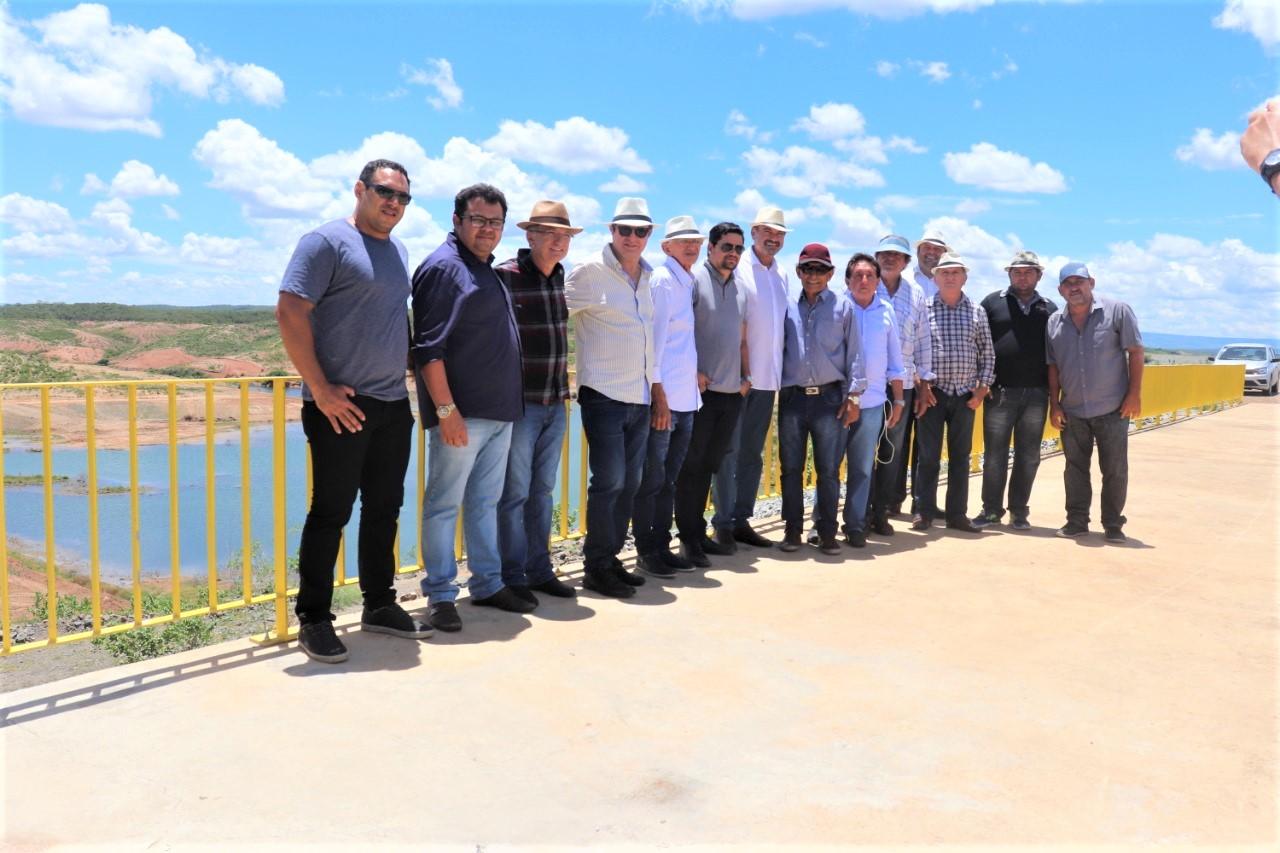 Deputados visitaram nesta sexta feira as obras da Transposição no Eixo Norte 1 - Deputados constatam que as águas da Transposição pelo   Eixo Norte só chegarão à Paraíba em meados de 2020