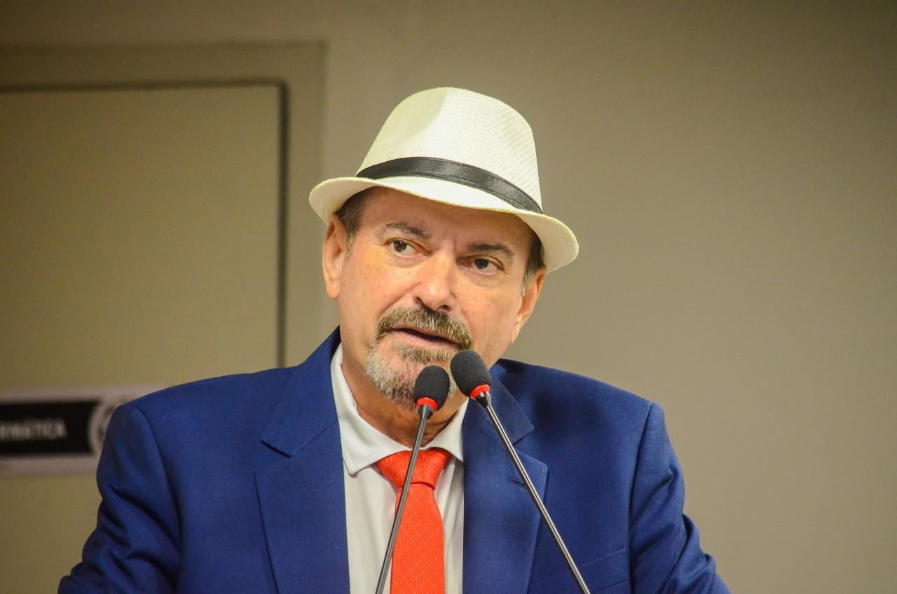 Jeová Campos.. - Jeová Campos propõe criação da Medalha Padre Rolim para homenagear destaques na educação