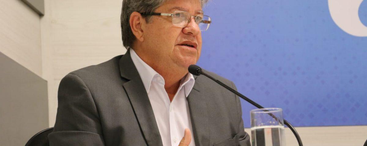 João Azevêdo 6 1200x480 1 - Falta ao governador Azevedo dar um murro na mesa e salvar a gestão - Por Nonato Guedes