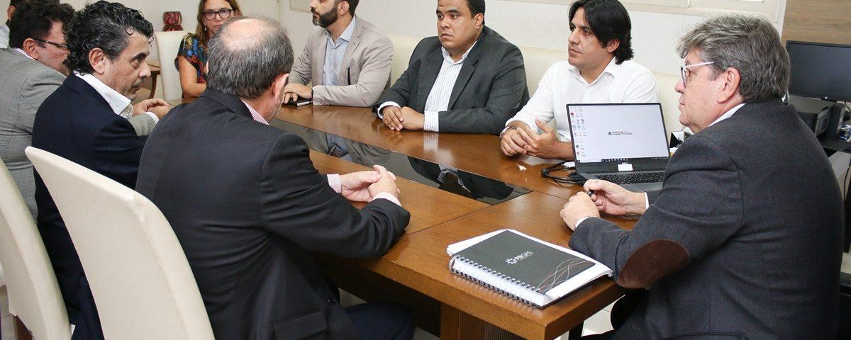 João Azevedo 2 1200x480 - João Azevêdo discute parcerias com representantes de investidores espanhóis