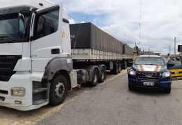 PRF flagra motorista de carreta com 50 mil quilos de café dirigindo sob efeito de álcool