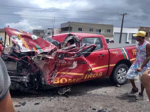 WhatsApp Image 2019 03 12 at 18.07.19 300x225 - Acidente entre viatura e carreta deixa bombeiro preso entre as ferragens