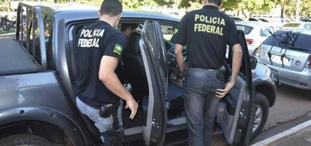 agentes polícia federal 1024x480 - Quarta fase da Operação Xeque-Mate cumpre mandados de busca e apreensão no TCE-PB