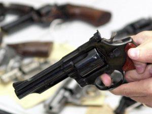 arma 2 e1552849884787 300x226 - Na contramão do Brasil, Suíça aprova restrições à posse de armas