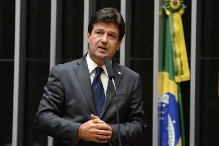 luiz henrique mandetta foto facebook 1 300x200 - A convite da Bancada Federal, Ministro da Saúde visita a Paraíba e anunciará 23 Milhões em investimentos
