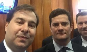 maia e moro 1 719x430 300x179 - 'TODAS AS QUALIDADES': Rodrigo Maia elogia atuação política de Moro