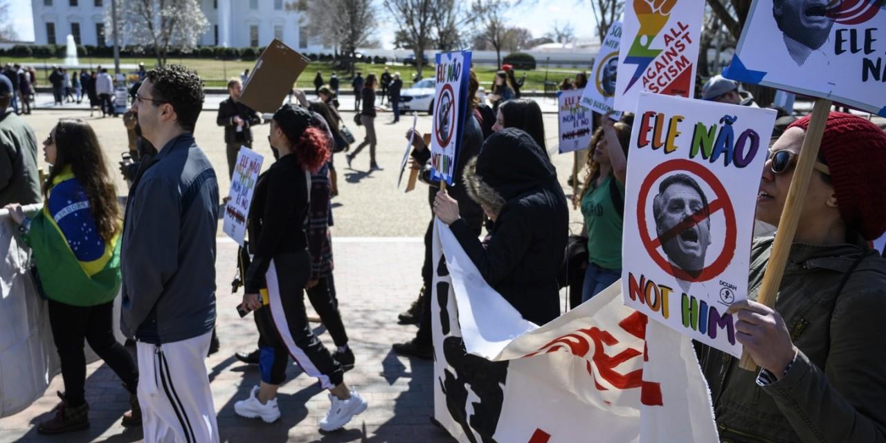 manifestação - IMAGEM PÚBLICA COMPROMETIDA: pelo menos 26 universidades norte-americanas chamam Bolsonaro de racista e ditador